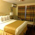 Standard (queen) room