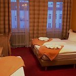 Ein angemessenes, sauberes Hotel für kleinen Preis! Die Zimmer sind ausreichend, das Frühstück a
