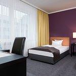 Komfortzimmer mit 2 King-Single-Betten, Straßenseite