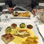 Belle présentation appétissante : côte de veau normande et raie