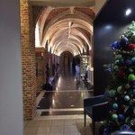 couloir entre la réception et la salle bar et restaurant