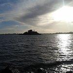 Vue de la pointe du Blair, srtie du golfe derrière l'île.