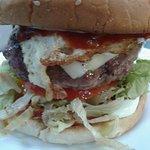 Burger granjera 200 grs!!!! lechuga, tomate, bacon, queso y huevo frito!!
