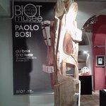 La scultura all'entrata