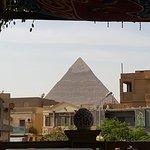 Die erste Pyramide sieht man schon vom Restaurant aus