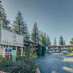The Palo Alto Inn is conveniently in the heart of Silicon Valley but offers guests a quiet retre