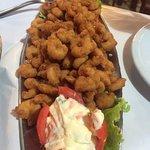 camarão a milanesa com arroz a grega