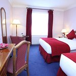 607076 Guest Room