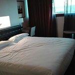la cama de matrimonio con mas de dos metros de ancho y de largo, tiene suplemento de 10€.