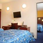 625295 Guest Room
