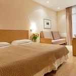 002748 Guest Room