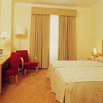 036964 Guest Room