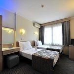 634056 Guest Room