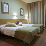 612396 Guest Room