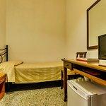 653864 Guest Room