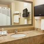 Photo de Holiday Inn Express Hotel & Suites Winona