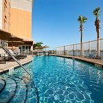Photo de Cambria hotel & suites Miami Airport - Blue Lagoon