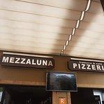 Foto de Mezzaluna Pizzeria Trattoria&Cafe