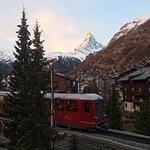 Lever de soleil sur le Cervin et passage du fameux train Gornergrat