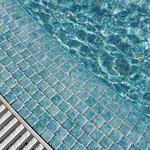 Children pool is dangerous! Easy to cut feet!