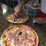 Escalope a la napolitana y pizzas variadas