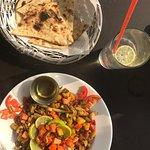 Yam salade met garlic naan