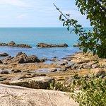 Море и камни на берегу