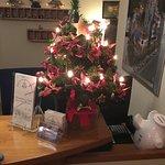 Weihnachtlich dekorierte Rezeption