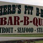 Foto de Herb's Pit Bar-B-Que