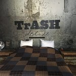 Photo de Hotel Trash Deluxe