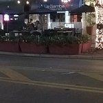 la Gamba desde la vereda de enfrente en Coconut Grove