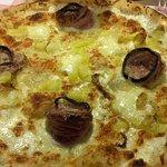 une pizza de taille 2 personnes mais on en laisse pas une miette