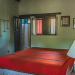 Small room with king bed (233545864)