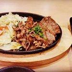 ชุดเนื้อย่างกระทะร้อน เนื้อนุ่ม กินคู่กับซอสที่ให้มา ข้าวญี่ปุ่นร้อนๆ อร่อยเหาะ