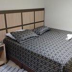 Quarto 236 com duas camas de casal.