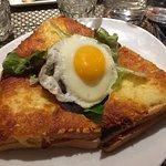 Des plats bien garnis. Croque-madame, croque-monsieur, sandwich club.