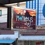 Monkeys Bar & Restaurant Foto