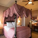 Junior Queen Suite - Four Poster Canopy Bed