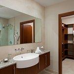 3-bedroom master bathroom