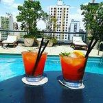Pileta en la terraza con servicio de Bar