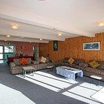 Large family unit (sleeps 8) - Lounge/Dining