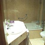 Baño de habitación individual económica.