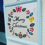 入り口に飾られたクリスマス紅型も沖縄の雰囲気がいっぱい