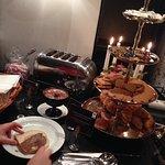 buffet petit déjeuner - viennoiseries, speculoos et bonbons