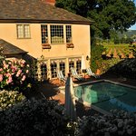 Vineyard Country Inn Photo