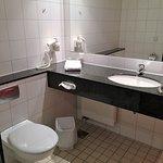Waschbecken mit genügend Ablagefläche