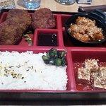Bento du jour : Croquettes de boeuf, riz japonais, tofu froid et potiron japonais. Une tuerie