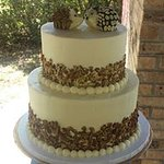 2 Tier Wedding Cake with Buttercream and Edible Decoration
