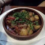 a to już nawet nie pamiętam jak się nazywało, wieprzowina z ziemniakami i zieleniną.