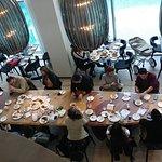 חלק מהקבוצות העסקיות הרועשות בחדר האוכל